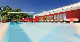 Hotel mit Swimming-Pool